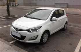 Hyundai i20 AT photo