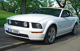Ford Mustang V8 GT Convertible main photo